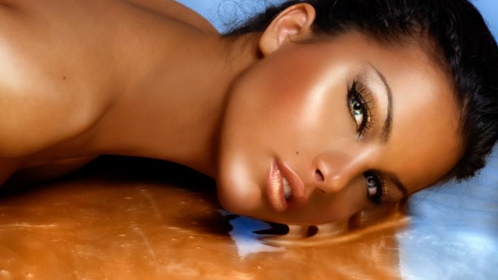 زيدي جمالك الطبيعي بلمسات مكياج بسيطة لصاحبة البشرة السمراء