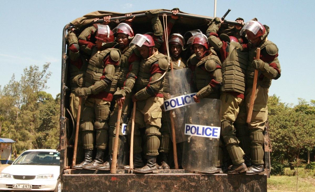 صرف 1.7 مليون دولار مقابل شراء أحذية لأفراد الشرطة في كينيا