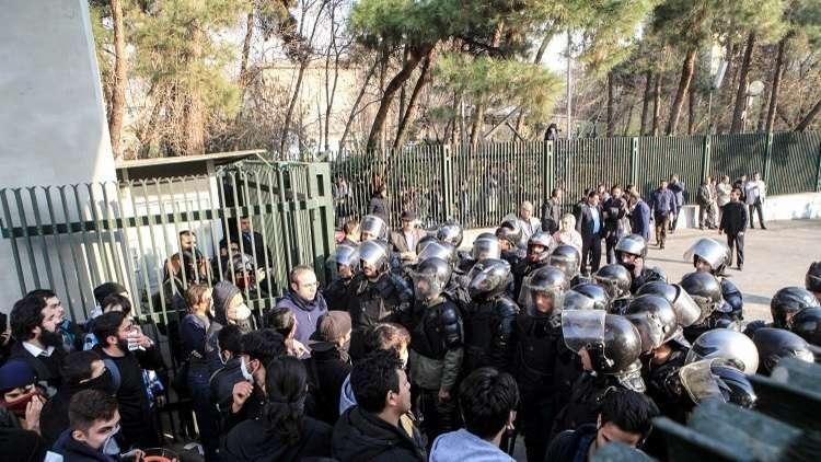 مستشرق روسي يحلل أسباب احتجاجات إيران ويتنبأ بعواقبها