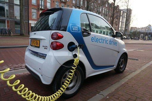 مستقبل صناعة السيارات الكهربائية في السعودية